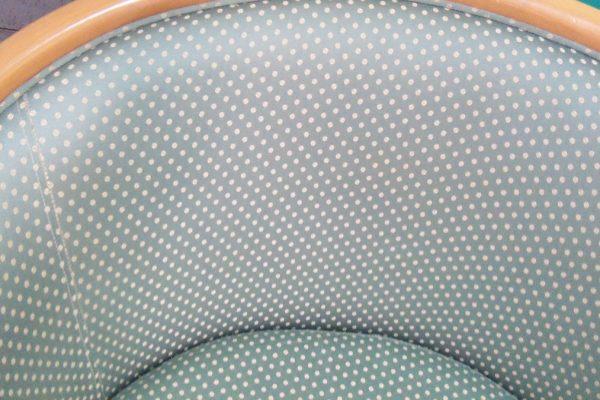 atpūtas krēsls pēc tīrīšanās